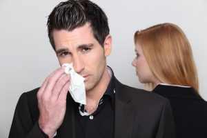 Плач мужчины как реакция на разрыв отношений