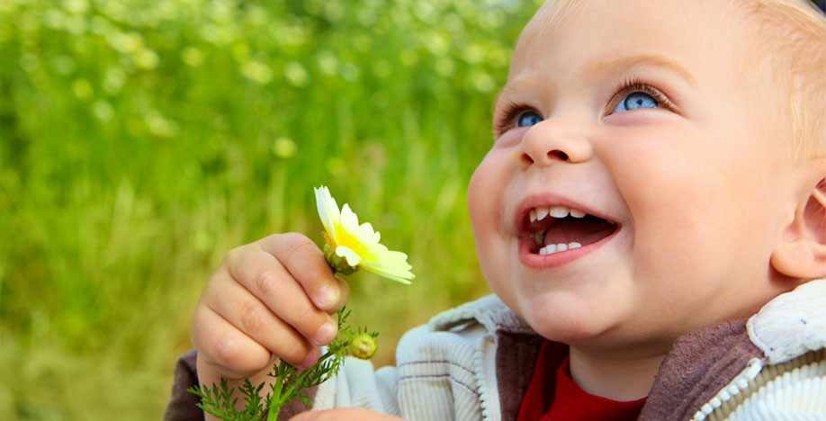 Чем занять ребёнка: полезные занятия для развития детей