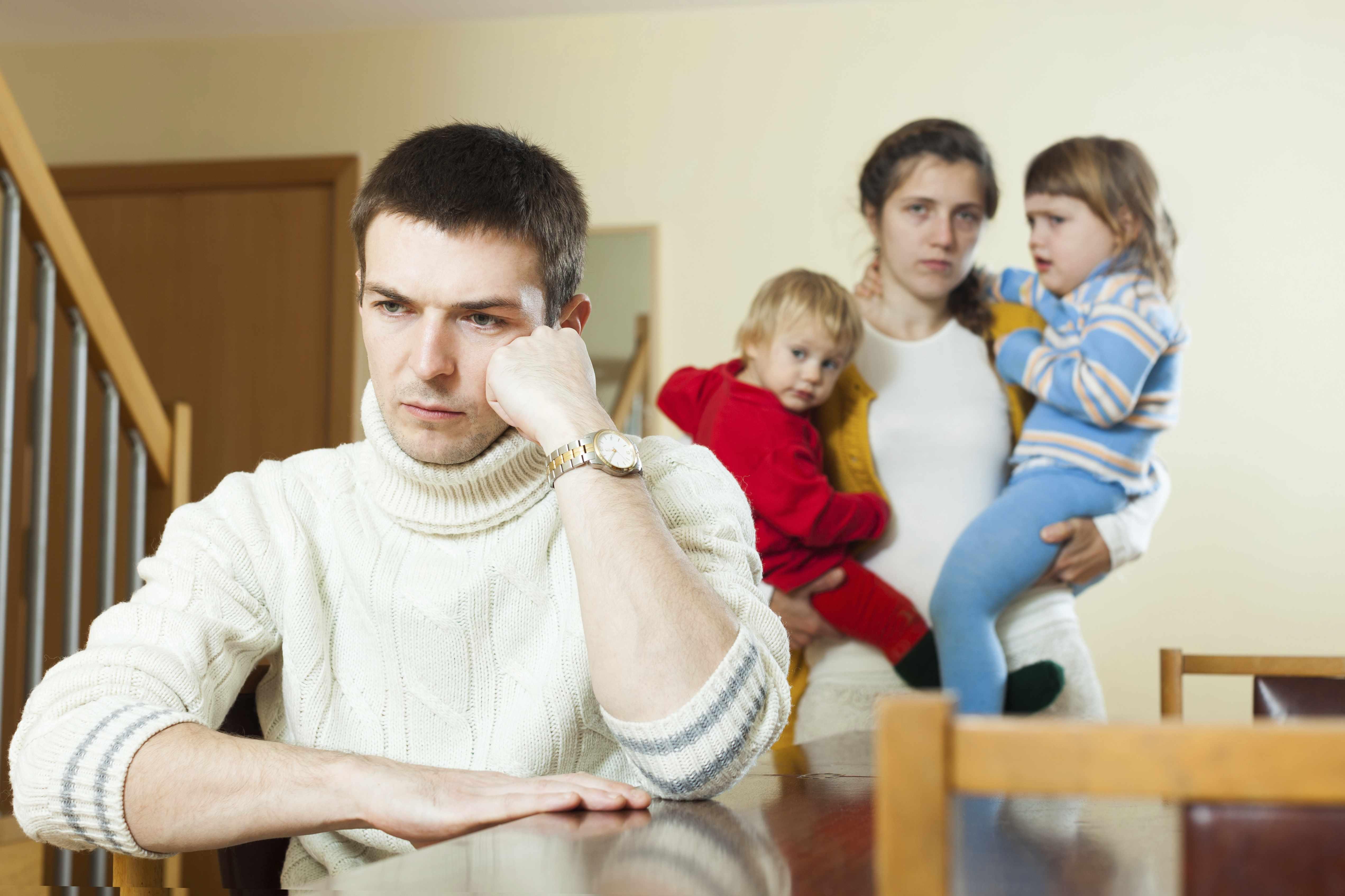 муж соперничает с детьми