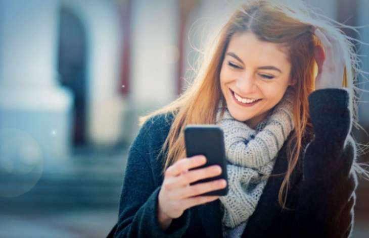 Как развеселить девушку по переписке или по телефону – выверенные способы