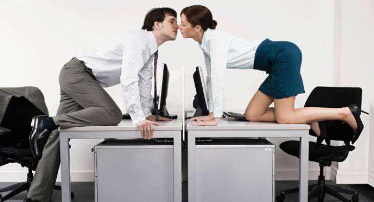 Служебный роман: преимущества и недостатки отношений на работе