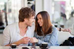 Советы и примеры флирта с девушкой