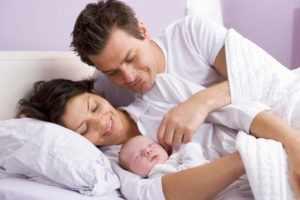 Младенец с родителями