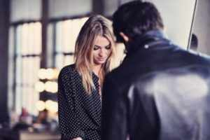 Девушка скрывает влюбленность