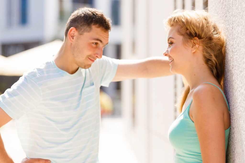 Внимание мужчины к женщине
