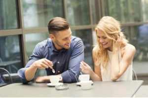 Влюбленные за чашечкой чая