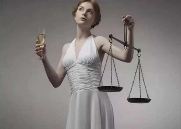 Женщина-Весы